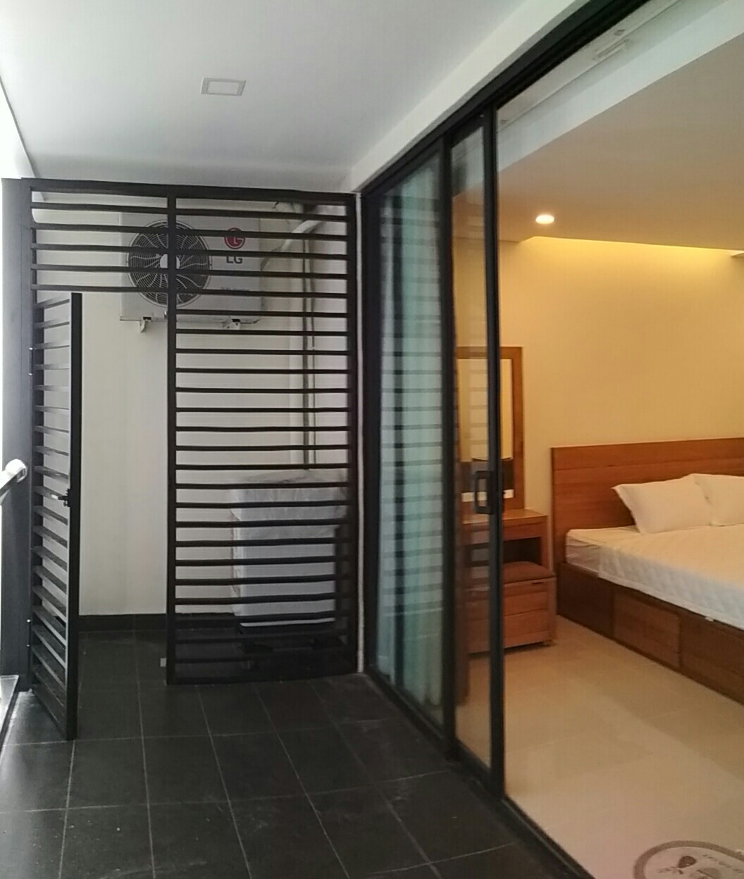 For Rent Efficiency: Studio Apartment For Rent In Maple ID A449