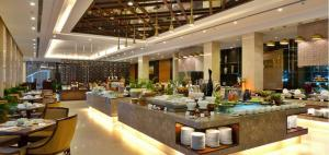 condotel-vinpearl-beachfront-buffet