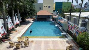 u plaza pool